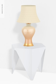 Lampada da tavolo classica in ceramica su un modello da tavolo