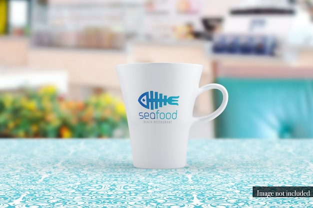 Vista frontale del modello classico della tazza di caffè