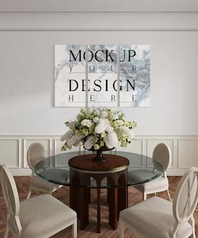 Sala da pranzo classica con poster mockup