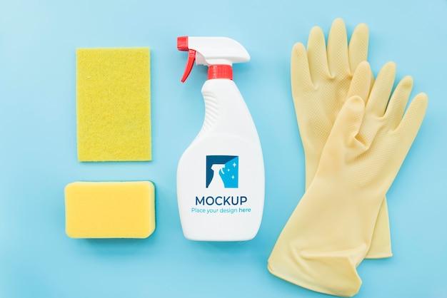 Disposizione dei prodotti per la pulizia distesi