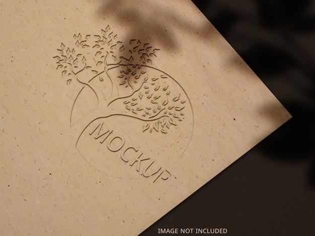 Chiudere u pon logo mockup su carta con ombra