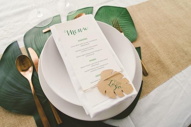 Primo piano sul mockup del menu di nozze