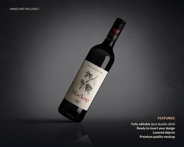 Primo piano sul mockup di etichetta della bottiglia di vino isolato