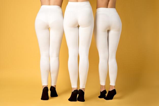 Primo piano sulle donne che indossano leggings mockup