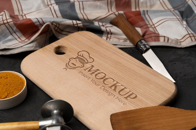 Primo piano sul modello di tagliere in legno