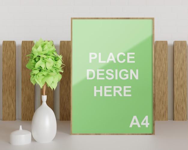 Primo piano sul modello di cornice in legno con vaso di piante bianche