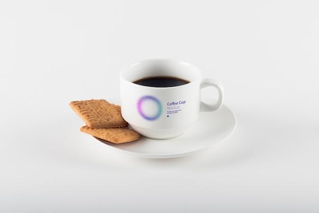 Tazza di caffè con biscotti mockup