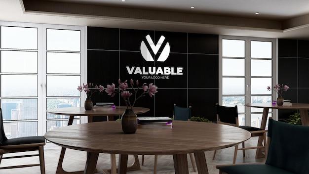 Mockup del logo aziendale nella parete della cucina dell'ufficio