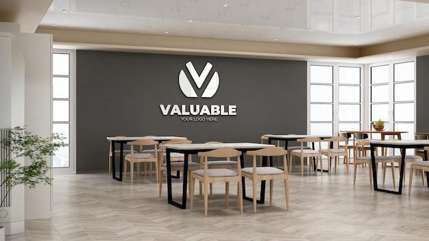 Mockup del logo aziendale nella dispensa dell'ufficio con tavolo e sedia per pranzo