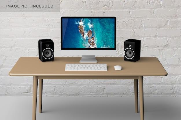 Computer su un tavolo