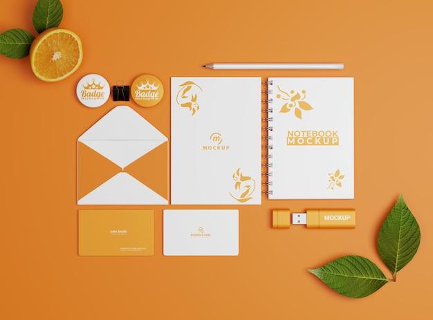 Modello di set di cancelleria aziendale in colore arancione