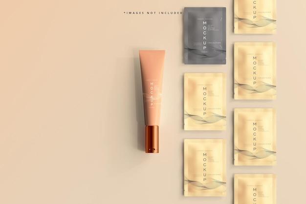 Mockup di tubo e bustina di crema cosmetica