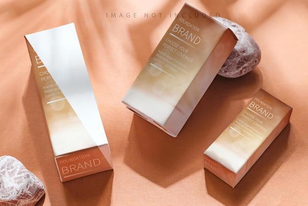 Mockup di scatola di cosmetici su beige Psd Premium
