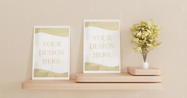 Coppia cornice bianca mockup sulla scrivania in legno a parete. mockup di poster di coppia su telaio bianco