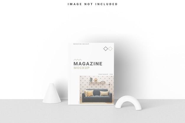 Il mockup di una rivista di copertina sta in piedi sul muro