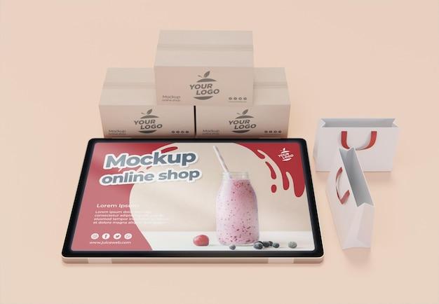Accordo aziendale creativo con tablet mock-up