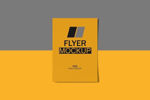 Mockup di volantino creativo Psd Premium