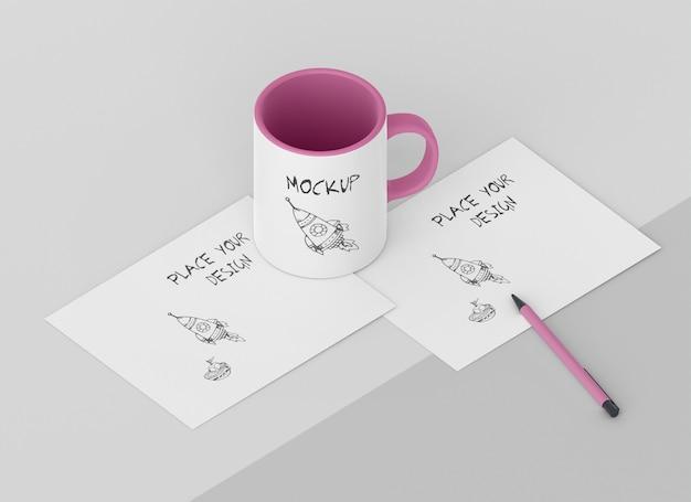 Composizione di mock-up di tazze personalizzate