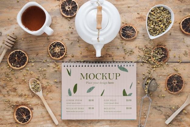 Taglio di tè nel mock-up mattutino