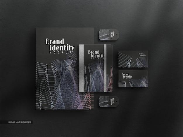 Mockup di identità aziendale di cancelleria scura con sovrapposizione di ombre