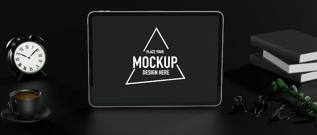 Sfondo tavolo nero in stile spazio di lavoro scuro si erge tablet mockup pila di libri orologio caffè