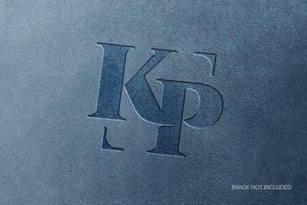 Mockup con logo in pelle scamosciata impresso