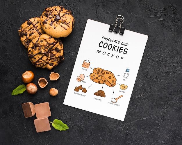 Mock-up di deliziosi biscotti al cioccolato