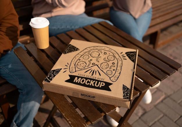 Delizioso cibo da strada e composizione di mock-up di caffè