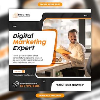 Modello di social media esperto di marketing digitale