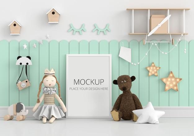 Bambola e orsacchiotto sul pavimento con mockup di cornice
