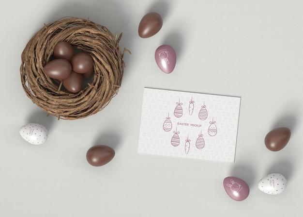 Uova di pasqua con carta mockup