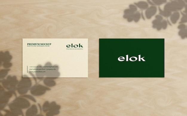 Elegante mockup di biglietti da visita con composizione di sovrapposizioni