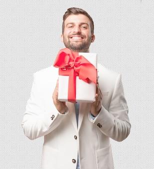 Uomo elegante con scatola presente