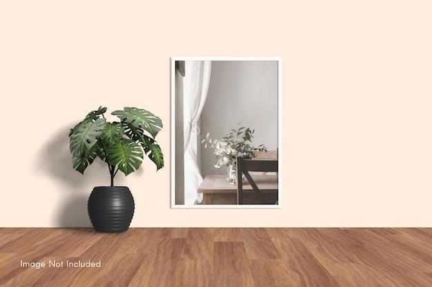 Elegante mockup di cornice per foto minimal appeso al muro