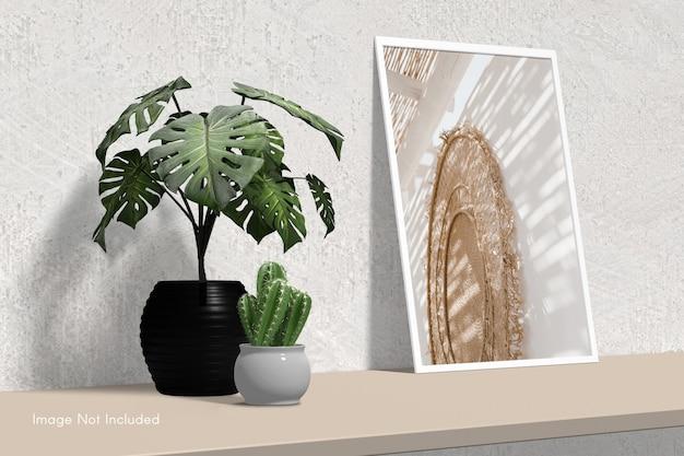 Elegante minimal photo frame mockup in piedi sul tavolo con fiore