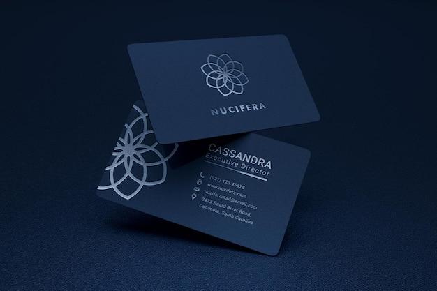 Mockup di biglietto da visita elegante e moderno con effetto tipografico logo argento