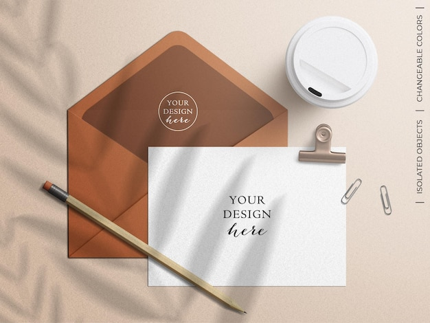 Mockup di busta e cartolina d'auguri