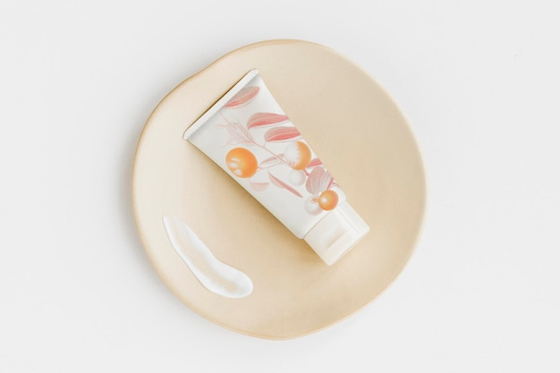 Design del mockup del tubo della crema per il viso