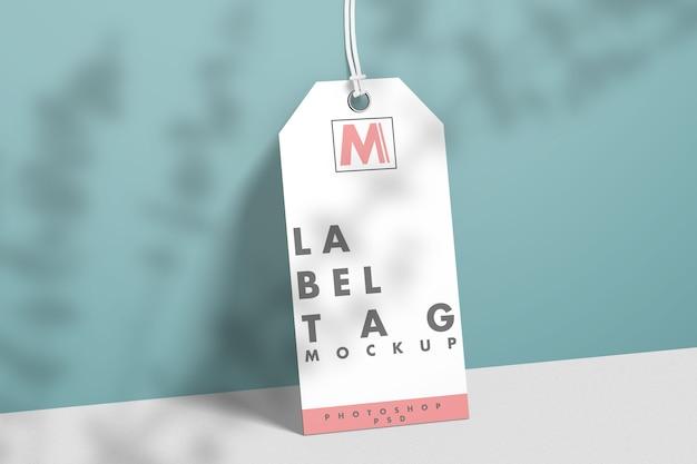 Mockup di tag etichetta di moda con ombra