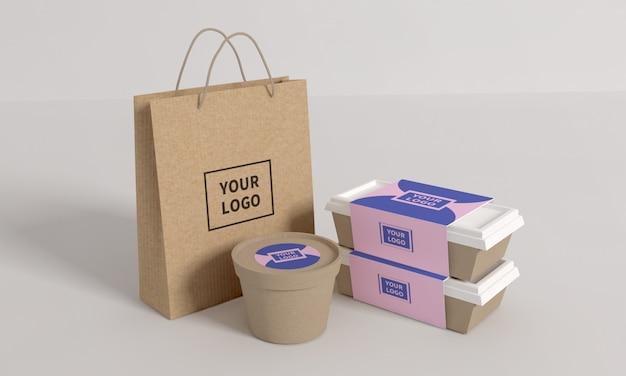 Scatola di imballaggio per fast food e mockup di borsa