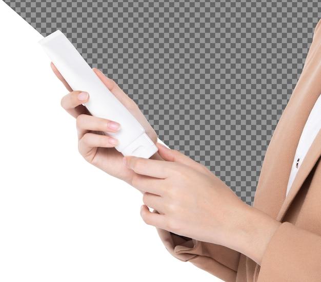 Femmina bella talento tenere in mano tubo bianco vuoto crema idratante trattamento, isolato. la ragazza mostra il prodotto dell'etichetta simulato sulle mani lunghe delle dita, sfondo bianco di illuminazione dello studio psd