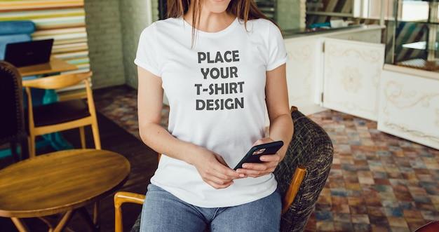 Modello di maglietta femminile