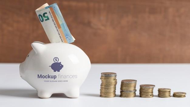 Accordo finanziario con mock-up salvadanaio Psd Premium