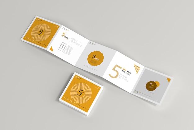 Mockup di brochure quadrate a cinque pieghe
