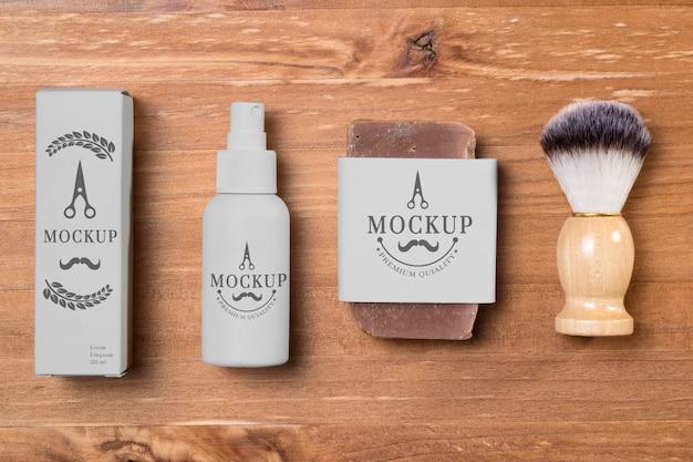Disposizione piatta di prodotti per la cura della barba