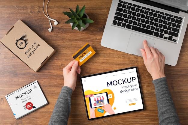 Piatto di laici cyber lunedì concetto mock-up
