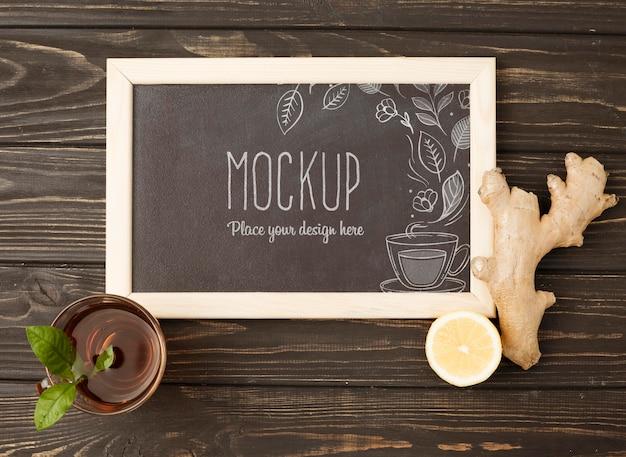Lay piatto di mock-up del concetto di tè alle erbe