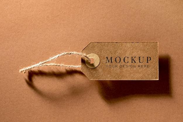 Disposizione mock-up piatta di etichette di abbigliamento in cartone