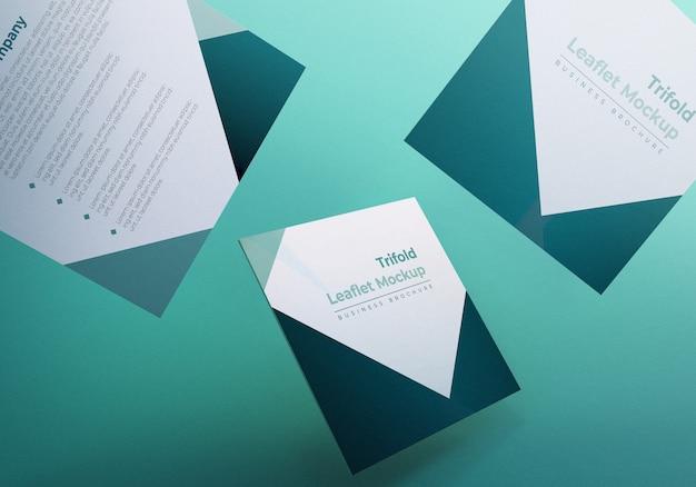 Brochure pieghevole a tre ante galleggiante mockup con sfondo verde
