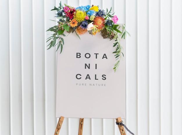 Mockup di tela di pittura floreale su un supporto